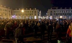 In piazza Galimberti il grido dei 'no pass':