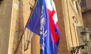Anche sul Municipio di Bra sventola la bandiera dell'ONU