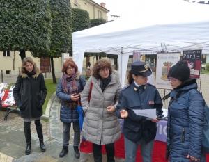 Stand della Rete Antiviolenza e della Polizia contro la violenza sulle donne