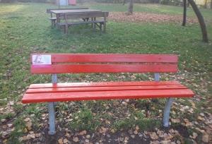 Arriva una nuova Panchina Rossa, in ricordo delle donne che non ci sono più