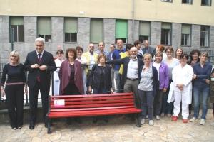 Panchine rosse: Santa Croce e Carle ne adottano due