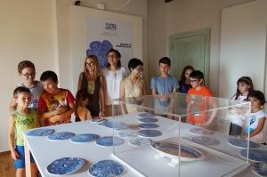 """""""Ricami di porcellana"""" di piccoli artisti in mostra grazie a Banco Azzoaglio"""