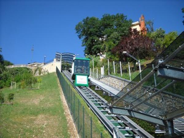 Aperture prolungate dell'ascensore inclinato a Cuneo